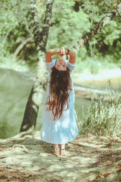 woman-bending-under-tree-2985096